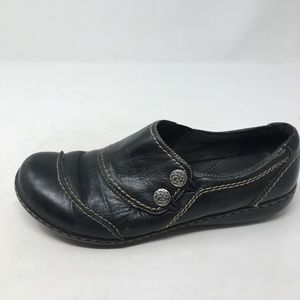 CLARKS BLACK SLIP ON SHOES 8.5M